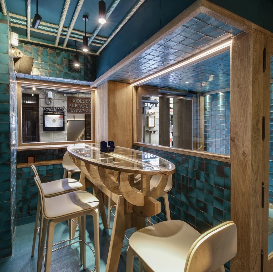 1-txalupa-gastroleku-restaurant-by-el-equipo-creativo-960x955.jpg
