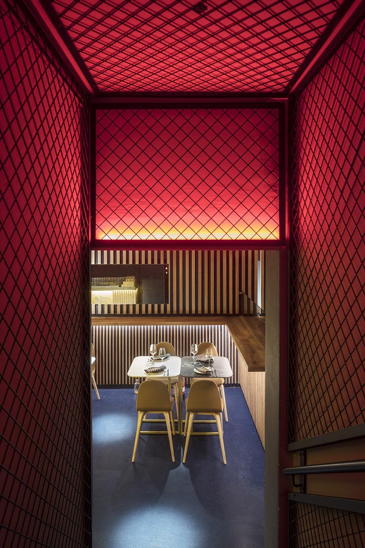 11-txalupa-gastroleku-restaurant-by-el-equipo-creativo-1-960x1440.jpg
