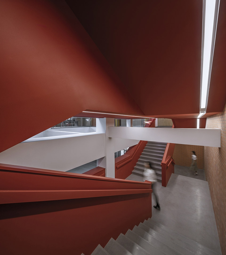 009-interior-reconstruction-of-the-fourth-teaching-building-of-tsinghua-university-china-by-academy-of-arts-and-design-tsinghua-university-960x1083.jpg