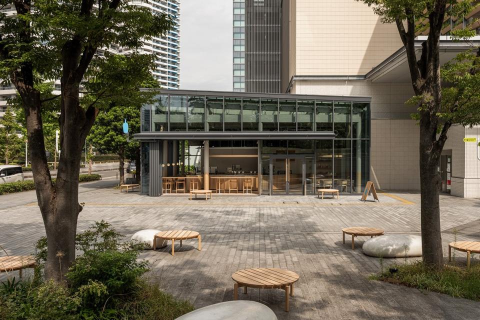 03-Blue-Bottle-Coffee-MinatoMirai-Cafe_Keiji-Ashizawa-Design-960x640.jpg
