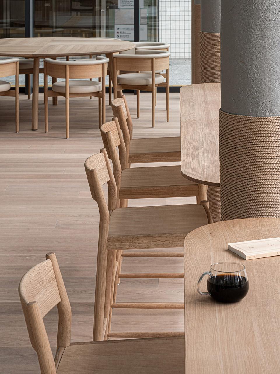 14-Blue-Bottle-Coffee-MinatoMirai-Cafe_Keiji-Ashizawa-Design-960x1280.jpg