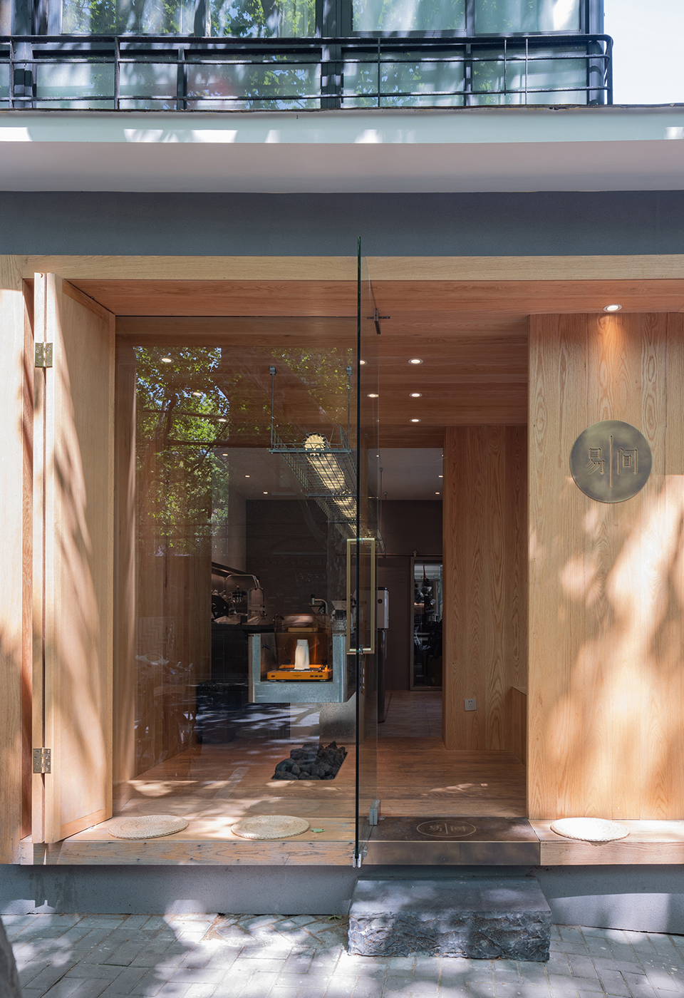 008-yijian-cafe-china-by-golucci-interior-architects.jpg