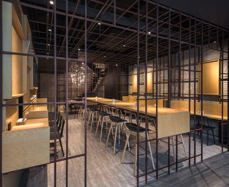 1-_LUK04_FOR-WEB_2400-Noodle-Diner-Sanlitun-SOHO-Beijing-by-Lukstudio--960x785.jpg