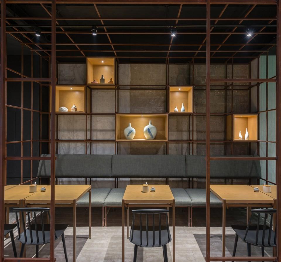 1-_LUK06_FOR-WEB_2400-Noodle-Diner-Sanlitun-SOHO-Beijing-by-Lukstudio--960x898.jpg