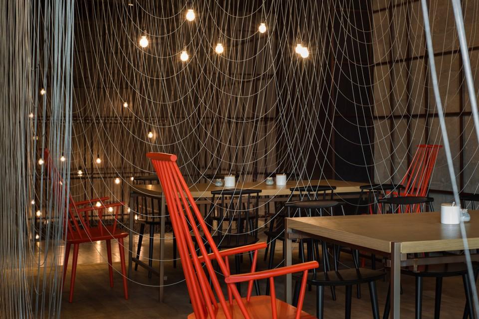 1-_LUK16_FOR-WEB_2400-Noodle-Diner-Sanlitun-SOHO-Beijing-by-Lukstudio--960x640.jpg