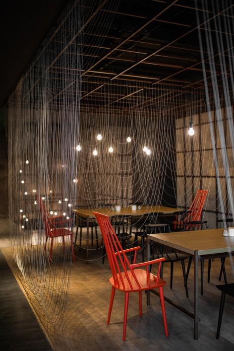 1-_LUK15_FOR-WEB_2400-Noodle-Diner-Sanlitun-SOHO-Beijing-by-Lukstudio--472x707.jpg