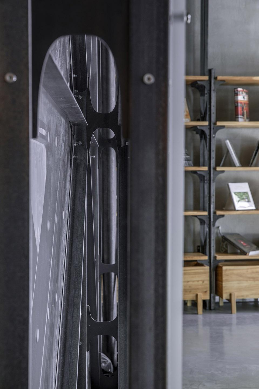 30-Mumokuteki-Concept-Bookstore_LUO-studio-960x1440.jpg
