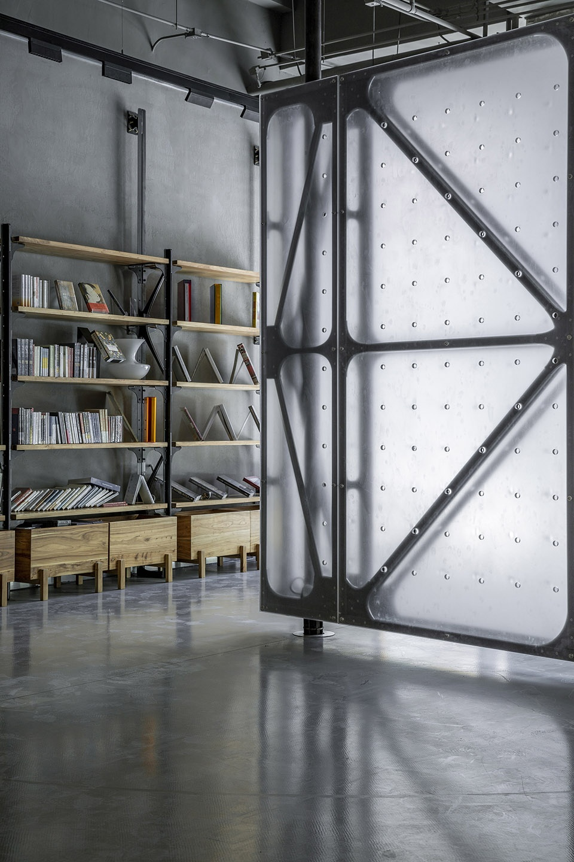15-Mumokuteki-Concept-Bookstore_LUO-studio-960x1440.jpg