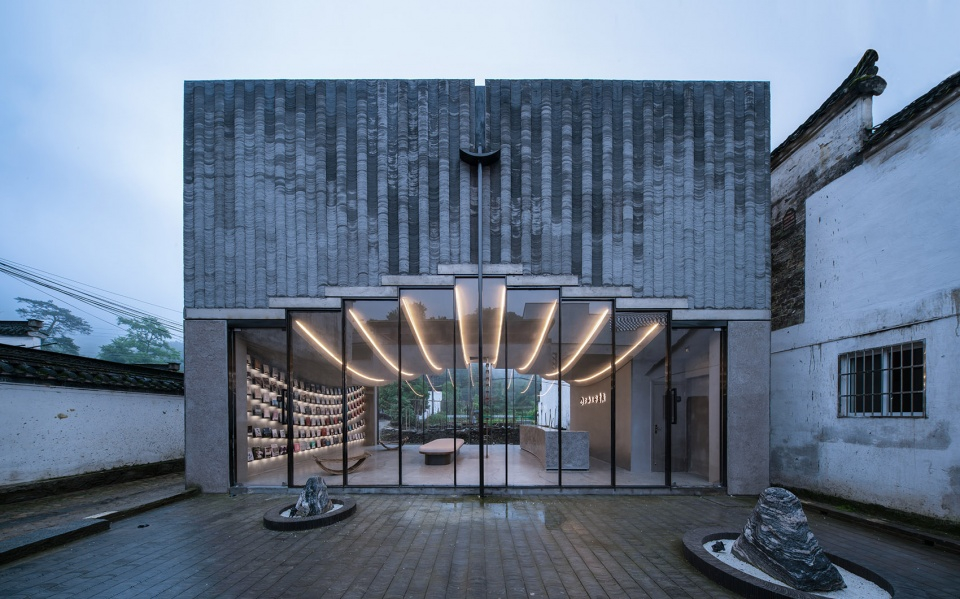017-bridge-gallery-shanghai-joint-publishing-company-bookstore-at-taoyuan-huangshan-by-atelier-lai-960x599.jpg