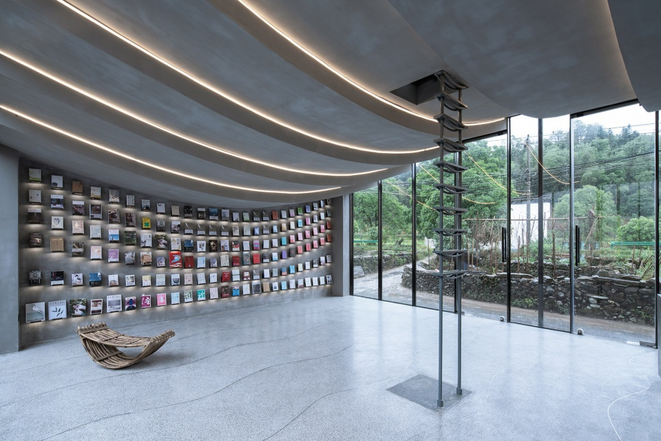 043-bridge-gallery-shanghai-joint-publishing-company-bookstore-at-taoyuan-huangshan-by-atelier-lai-960x640.jpg
