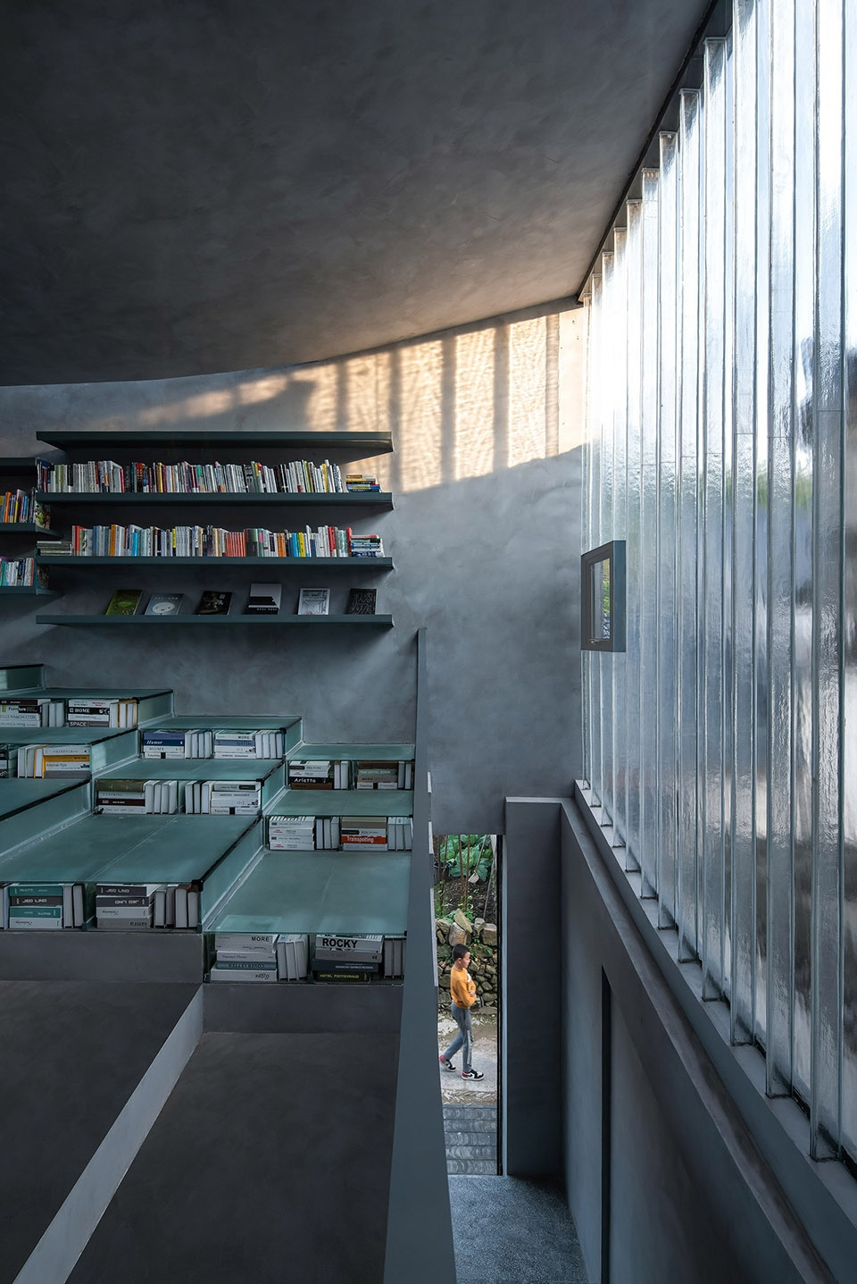 018-bridge-gallery-shanghai-joint-publishing-company-bookstore-at-taoyuan-huangshan-by-atelier-lai-960x1437.jpg